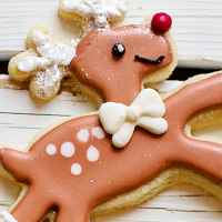 Reindeer And Christmas Tr…